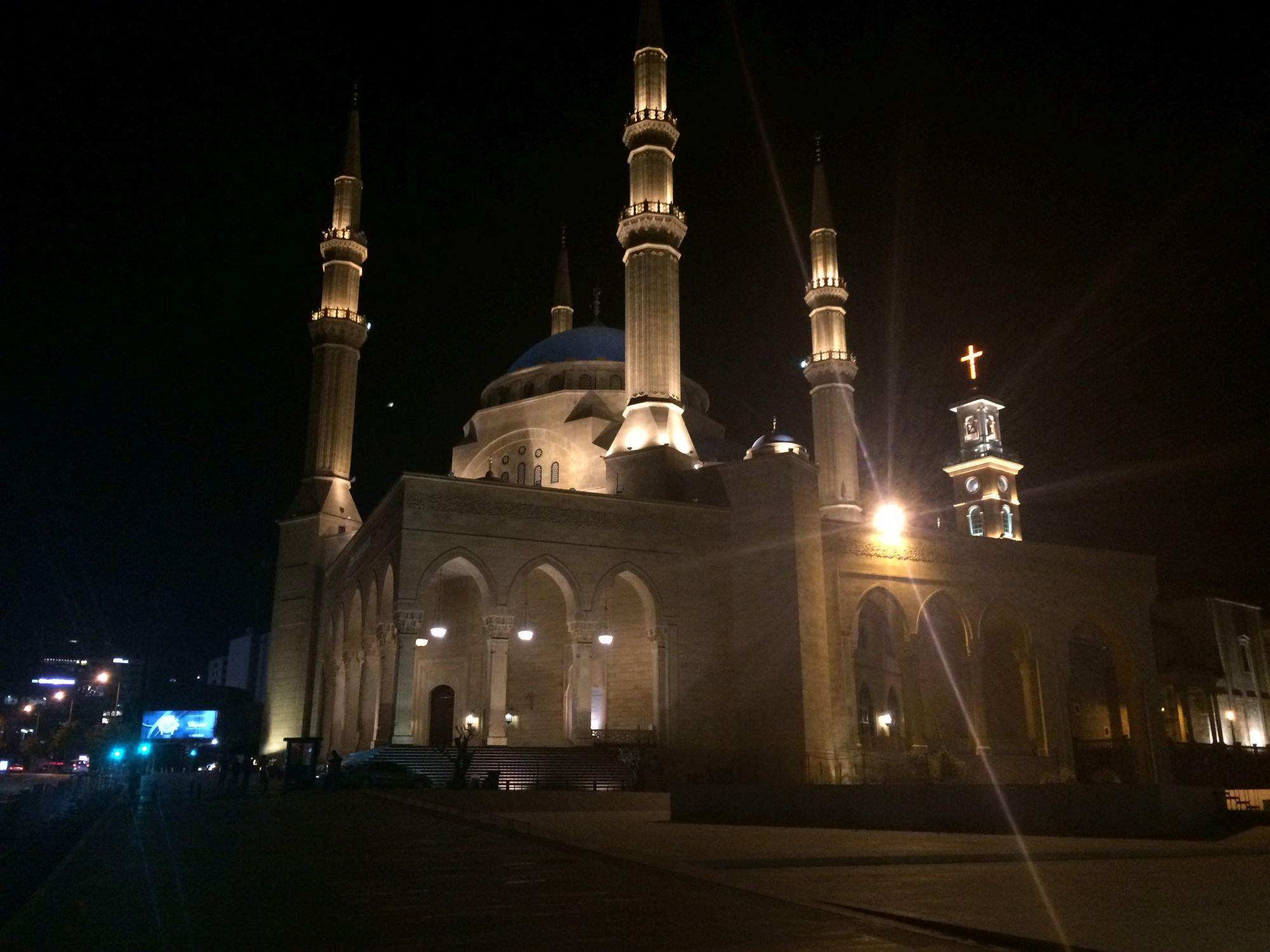 Bejrút, mešita a kostel v pozadí